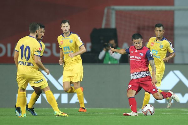 Tim Cahill is marked by multiple Kerala Blasters