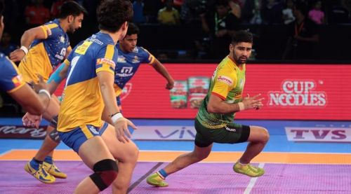 Can Pardeep go on a rampage against the firm defense unit of the Thalaivas?