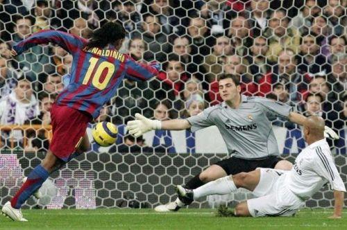 Ronaldinho's spectacular solo goal vs Real Madrid