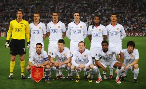 Manchester United side posing for a photograph before the 2008-09 UCL final against Barcelona