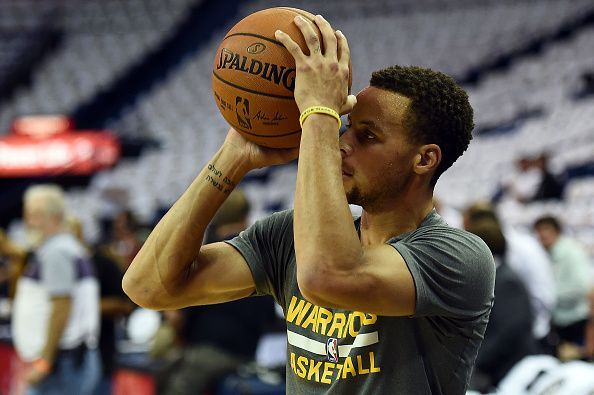 Curry before the game against Pelicans