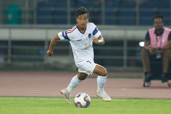 Lallianzuala Chhangte moves forward with the ball [Credits: ISL]