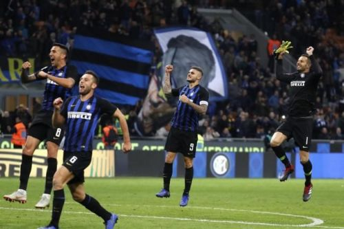 Icardi and his teammates celebrate after his stoppage-time winner sealed all three points