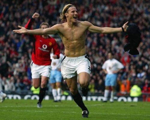 Diego Forlan of Manchester United celebrates scoring