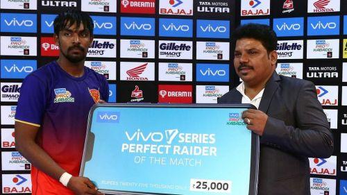 Chandran Ranjith of Dabang Delhi wins the Perfect Raider of the match award.