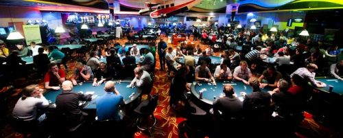 How to play poker in a tournament