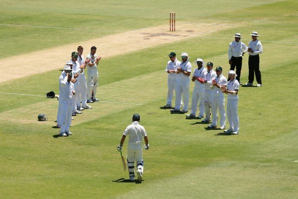 Ricky Ponting being given the guard of honour by the South African team at Perth
