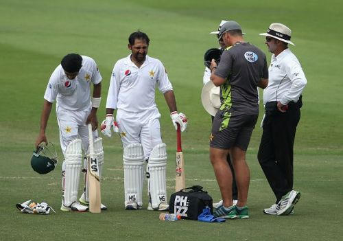 Sarfaraz Ahmed is being treated after being hit on his helmet