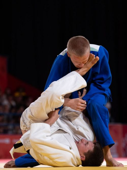 Oleh Veredyba (Blue) from Ukraine defeated Romain Valadier Picard of France to win Bronze (Image Courtesy: IOC)
