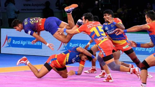 Will the young raiding unit of Dabang Delhi be able to break Pune's defense?