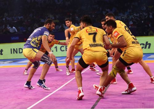 Ajay Thakur had another good night but found success hard against the Titans defence