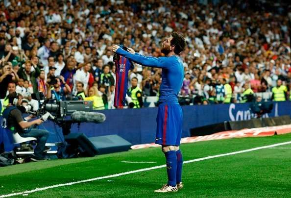 Lionel Messi humiliates Real Madrid with a last minute goal and celebration.