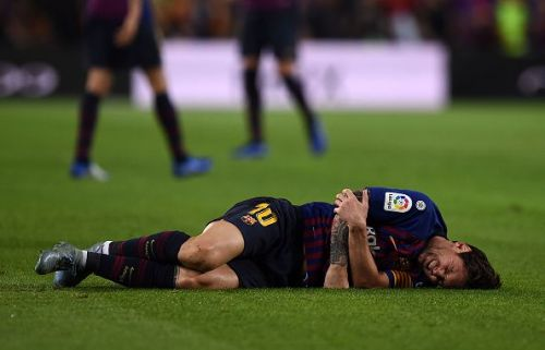 Messi went down after landing badly on his right arm: Sevilla vs Barcelona