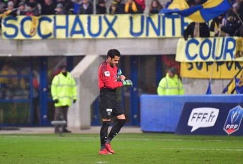 Alves took the gloves after Kevin Trapp was sent off