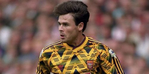 Most of the fans reminded of the 'bruised banana' kit which was the famous away kit from 1991 to 1993.