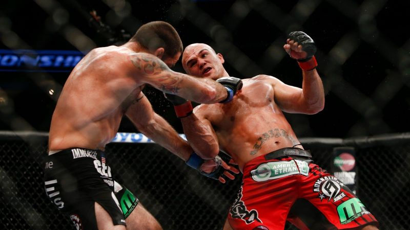 Robbie Lawler smashes Carlos Condit with an uppercut