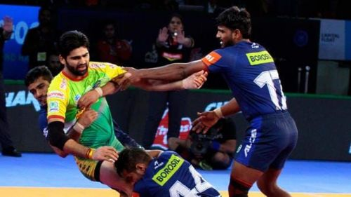 Pardeep Narwal caught on the mat. Picture Courtesy: ProKabbadi.com
