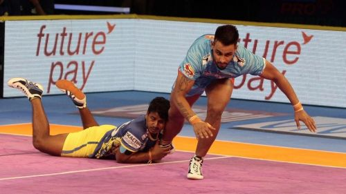 Maninder Singh showed his class to emerge as the star raider for the Warriors.