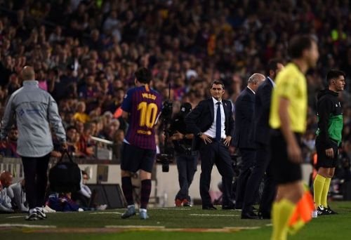 Lionel Messi is subbed off after an injury vs. Sevilla
