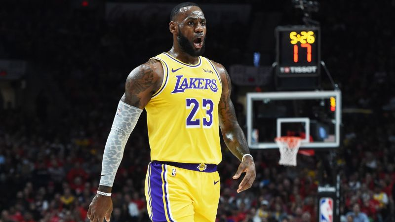 29d0600b7ac8 LeBron makes fast start on Lakers debut with two massive dunks