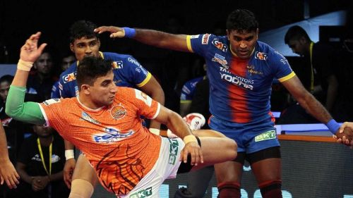 Can Nitin Tomar lead the Puneri Paltan to victory against a strong Gujarat defense?