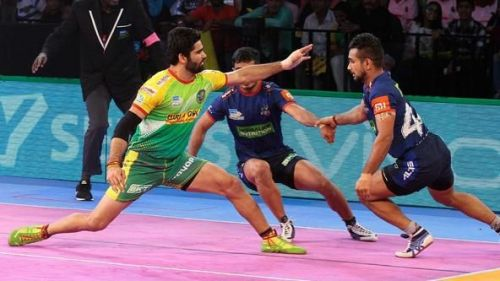 Pardeep Narwal trying to get a touch point during a raid. Picture Courtesy: ProKabbadi.com