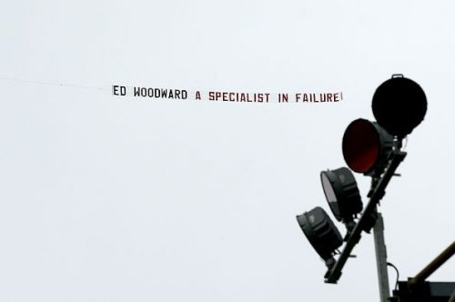 Manchester United fans make their point regarding Ed Woodward's capabilities