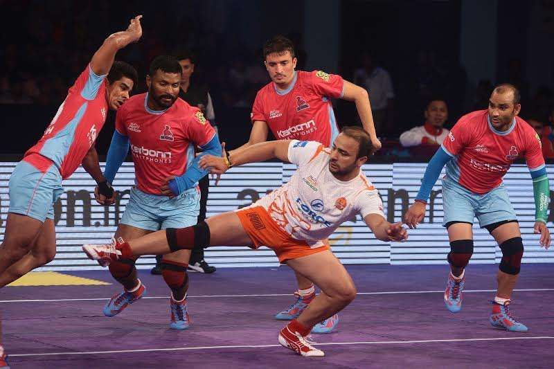 The Jaipur Pink Panthers play their home matches in the Sawai Mansingh Sports Complex which has a seating capacity of 2,000