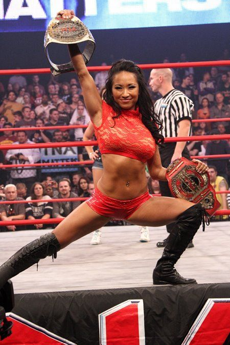 Gail Kim as the Knockouts Champion and the Knockouts Tag Team Champion
