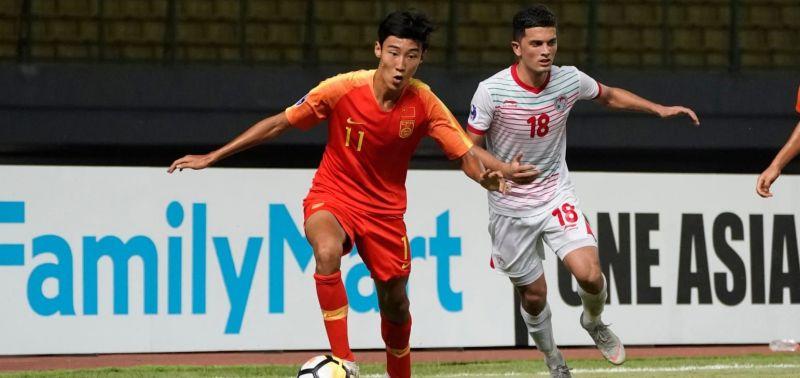 No. 11 Liu Guobo of China and No. 18 Yodgorov Daler of Tajikistan in action (Image Courtesy: AFC)