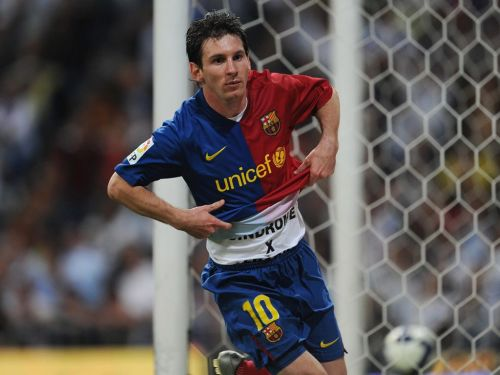 Leo Messi about to celebrate his goal: Barcelona vs Real Madrid, 2009