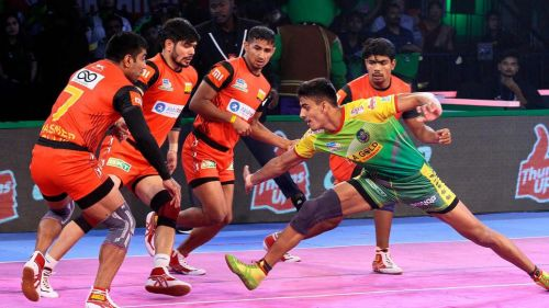 Manjeet during a raid attempt. [Picture Courtesy: ProKabaddi.com]