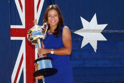 Li Na with the Australian Open 2014 trophy
