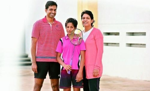 Gayatri Gopichand (in middle) with her parents