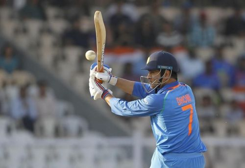 Eमहेंद्र सिंह धोनी अपने 10 हजार रन से महज 1 रन दूर हैं
