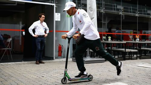 Lewis Hamilton_scooter_cropped