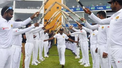 Sri Lankan players honour Rangana Herath during his final outing.