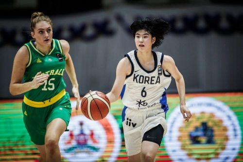 Isobel Anne Anstey of Australia and Sohee Lee of Korea in action (Image Courtesy: FIBA)