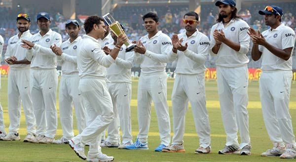 Sachin Applauded By His Teammates