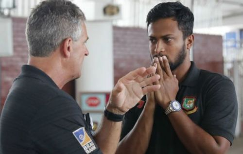 Steve Rhodes and Shakib Al Hasan during a chat in Dhaka