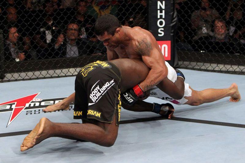 Vitor Belfort secures the match-winning choke on Anthony Johnson