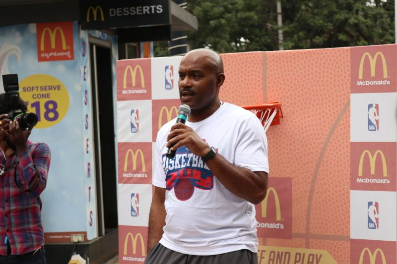 Tim Hardaway Sr speaking at Lido Mall, Bangalore. Photo by John Dalton/Sportskeeda