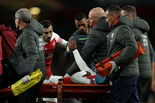 Mkhitaryan and his former teammate Nani show concern for the forward's health as he's stretchered off