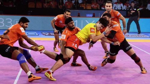 Rohit Baliyan and Dong Geon Lee in action. [Picture Courtesy: ProKabaddi.com]