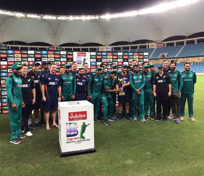 पाकिस्तान और न्यूजीलैंड टीम