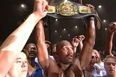 Maurice Smith shocks the world to become Heavyweight Champion at UFC 14