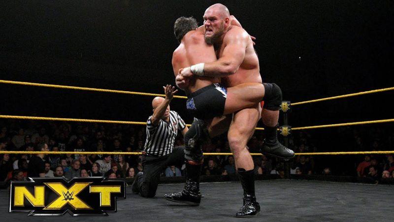 Lars Sullivan provou seu valor contra Roderick Strong