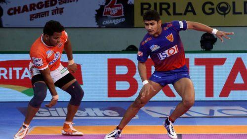 Girish Ernak and Naveen Kumar in action. [Picture Courtesy: ProKabaddi.com]