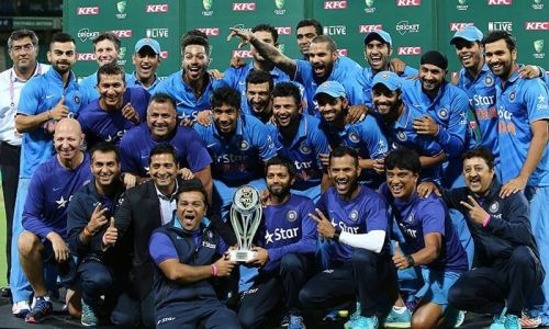 Indian cricket team with the T20I series Trophy - India tour of Australia 2015-16