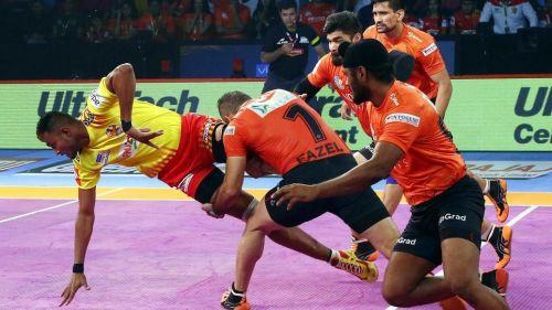 U Mumba team captain, Fazel Atrachali, taking lead in defence. [Picture Courtesy: ProKabaddi.com]